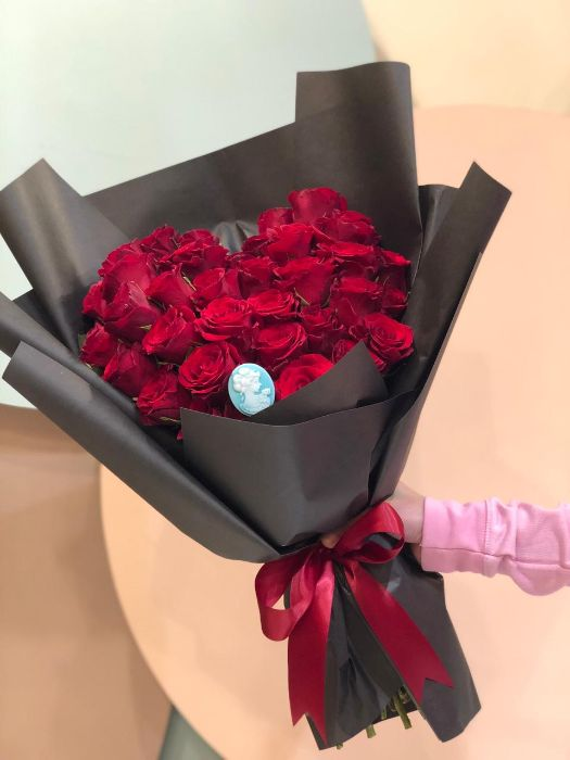 HEART SHAPE RED ROSES BOUQUET