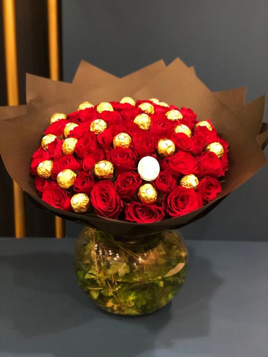 RED ROSE WITH FERERO HAND BOUQUET